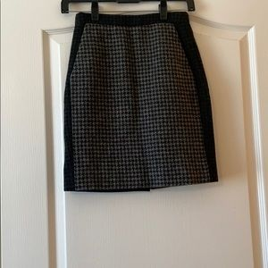 Wool two tone houndstooth pencil skirt. Jcrew